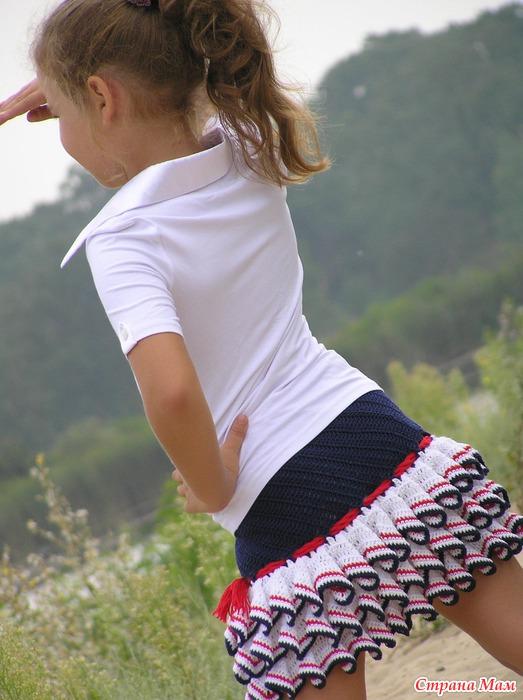 под юбками девачек фото