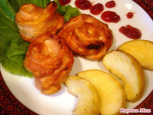 Розы из курицы с печеными яблоками