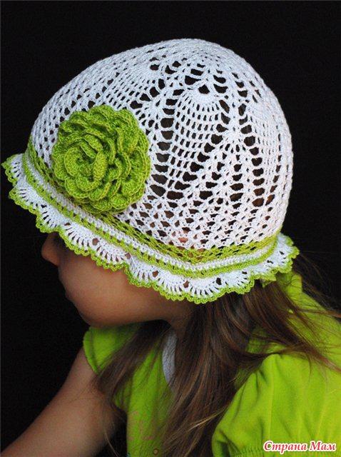 Бело-зеленые топ и шляпка крючком