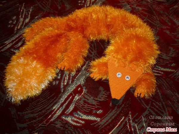 Если костюм лисы, то может шарфик, юбочку удлинить той же травкой и митенки из травки.