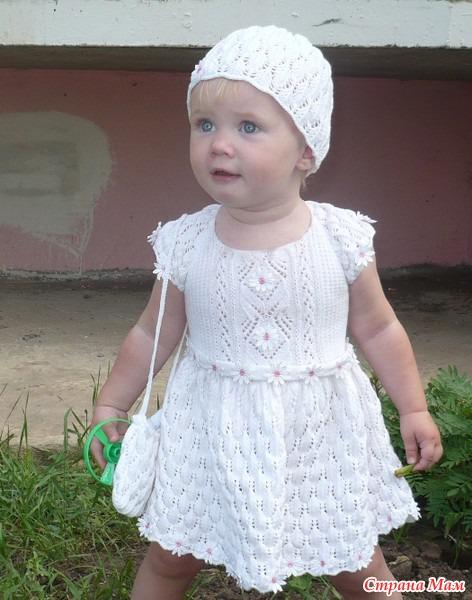 Летнее вязаное платье для девочки 1 год