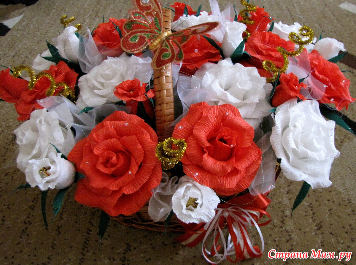 Цветы-роза из конфет пошаговое фото