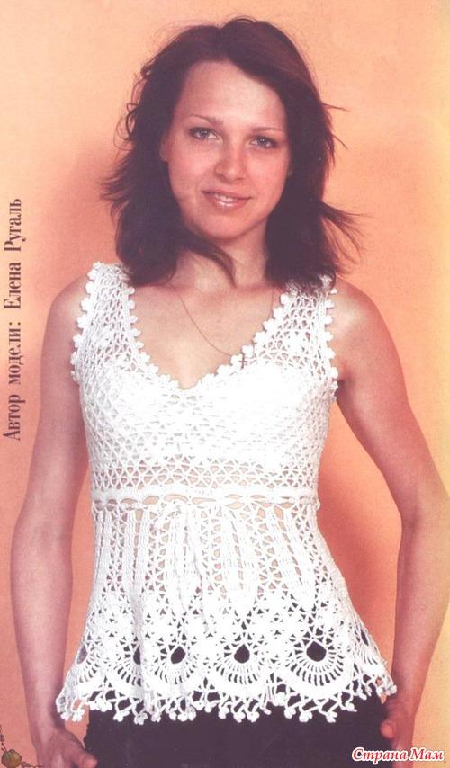 Белая расклешенная блузка вязанная крючком