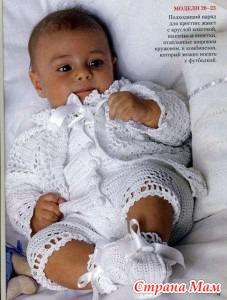 Детский вязаный крючком белый комбинезон