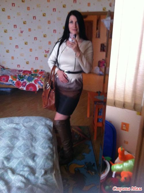 Жены в короткой юбке фото #3
